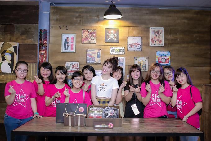 fan-bat-ngo-keo-nhau-den-ung-ho-hari-won-tai-truong-quay-1