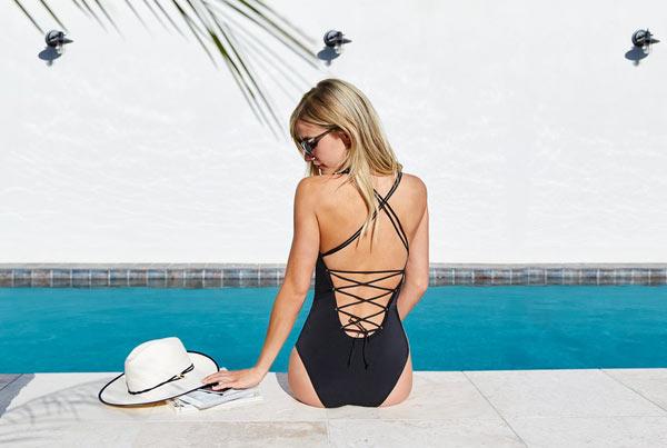 14-tu-the-tao-dang-hut-hon-khi-dien-bikini