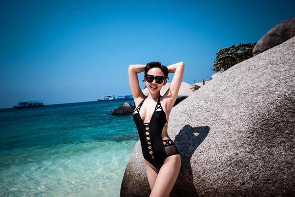 14-tu-the-tao-dang-hut-hon-khi-dien-bikini-5