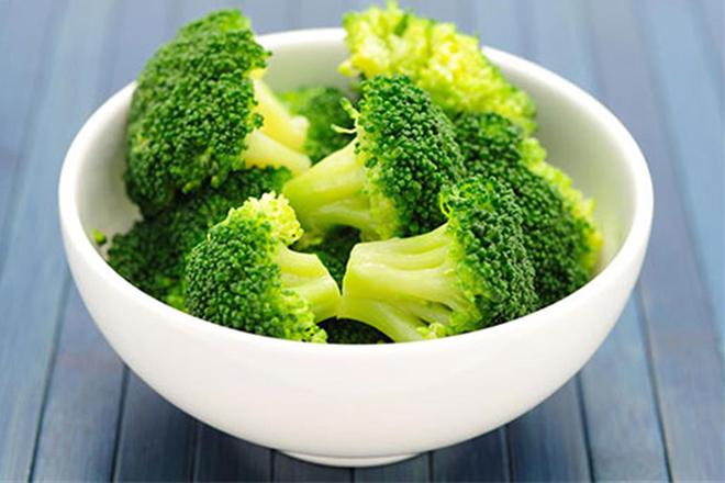 Bông cải xanh hay súp lơ xanh chứa rất nhiều vitamin C và các chất dinh dưỡng chống lão hóa tự nhiên. Không chỉ có tác dụng cho việc duy trì tuổi xuân. Loại thực phẩm này còn giúp cơ thể ngăn chặn ung thư.