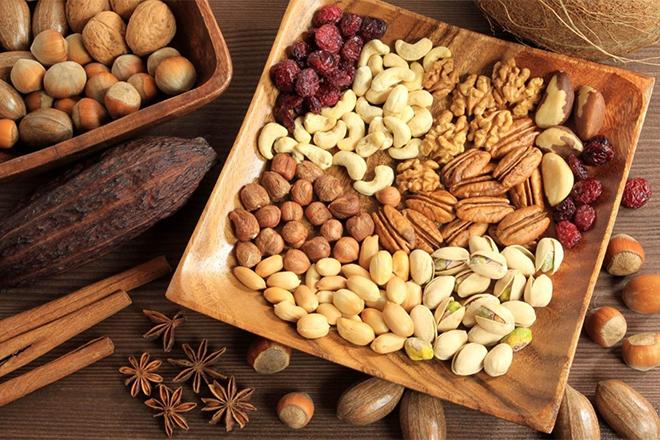 Ngũ cốc có mặt trong danh sách thực phẩm càng ăn càng trẻ vì cung cấp hàng loạt các yếu tố chống lão hóa. Nạp cho cơ thể một chén ngũ cốc mỗi ngày giúp tim mạch khỏe mạnh và giảm nguy cơ lão hóa da.