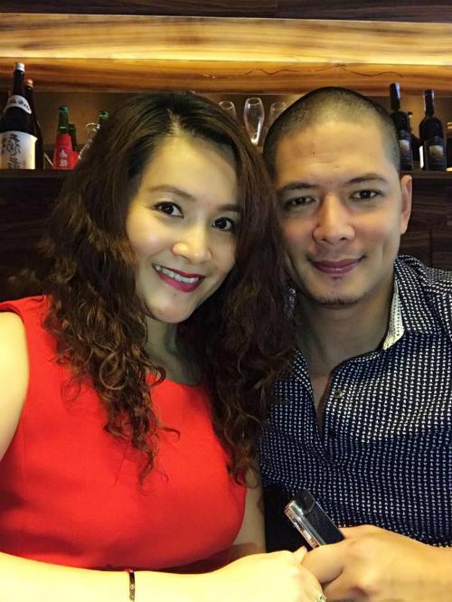 Bình Minh đưa vợ đi ăn nhà hàng và chia sẻ: Dẫn bạn gái lâu năm đi ăn trưa cuối tuần nhân dịp đặc biệt, kỷ niệm 9 năm ngày cưới.