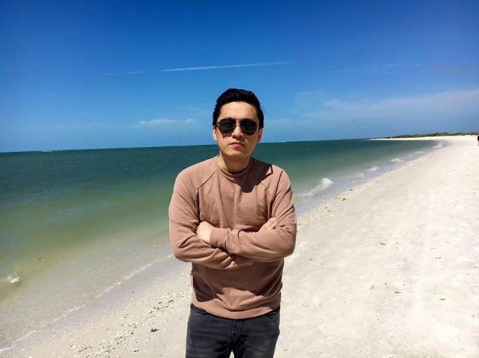 Lam Trường thích thú với vẻ đẹp ở biển Biển ở Fort Myers, Florida quá đẹp, tiếc là không đem quần short để tắm,nước trong xanh và ấm..tiếc lắm luôn, tháng 7 qua lại sẽ cho mẹ con Phoebe YenLam Tieu qua đây tắm