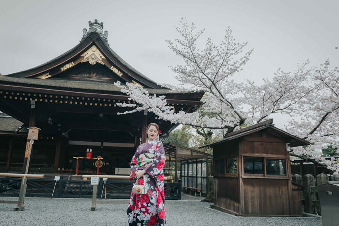 bao-anh-mac-kimono-khoe-sac-duoi-hoa-anh-dao-o-nhat-ban-4