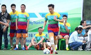 Cựu danh thủ và nghệ sĩ Hà Nội đá giao hữu ủng hộ ca sĩ Hồ Phàm
