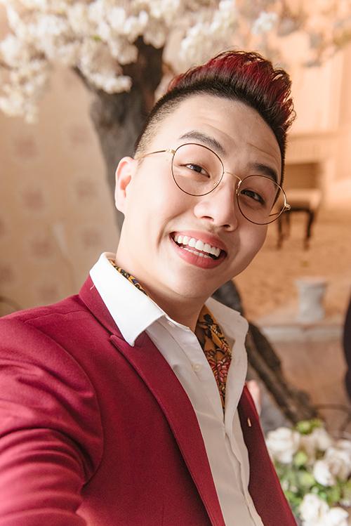 Nổi lên bởi nhiều vai diễn hài hước trong những tiểu phẩm hài của Damtv như Giọng hát thiệt, Kính vạn bông,... bên cạnh đó là ấn tượng từ phim ngắn Hai chiếc cốc và MV đồng tính Trót yêu, Duy Khánh Zhou Zhou được khán giả biết đến và yêu mến nhiều hơn bởi tài năng của mình.