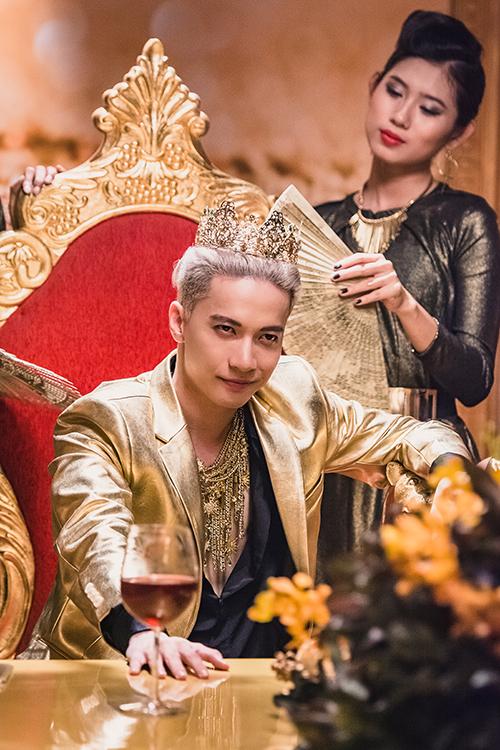 S.T nhận vai Hoàng tử Bóng Bẩy, một nhân vật vô cùng tự tin vào nhan sắc của mình
