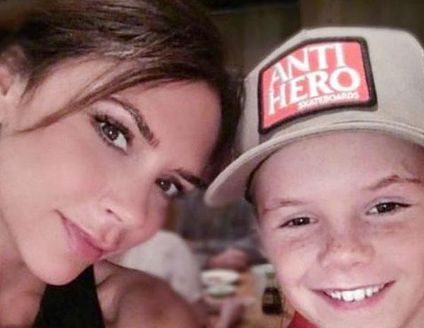 Cậu nhóc út Cruz đăng ảnh selfie với Vic cùng lời chúc ngọt ngào: