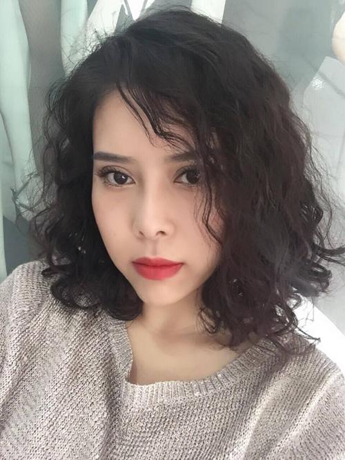 Sau ba năm kiên trì làm đẹp, Ngân Kim đã có được diện mạo mới giúp cô tự tin hơn trong công việc và cuộc sống.