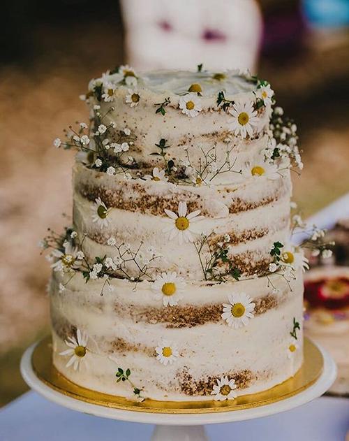 Khi đặt bánh, bạn phải ghi rõ yêu cầu, màu sắc, các chi tiết trang trí trên bánh để đảm bảo chiếc bánh được thiết kế đúng như mẫu đã chọn.