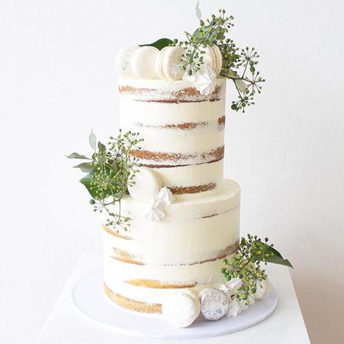 Bánh cưới theo phong cách rustic lấy sự mộc mạc để làm nên vẻ đẹp sang trọng, mang nét phóng khoáng, gần gũi với thiên nhiên vào bữa tiệc.