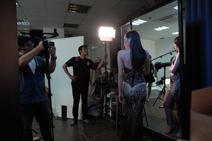 Bộ sưu tập Amphetamin của Đỗ Long sẽ được trình diễn vào ngày 27/4, tại Tuần lễ Thời trang Quốc tế  Việt Nam tổ chức ở TP HCM. 30 mẫu đầm dạ hội trong bộ sưu tập lần này tiếp tục đi theo phong cách  gợi cảm gắn liền với Đỗ Long từ những ngày mới bước chân vào lĩnh vực thiết kế.