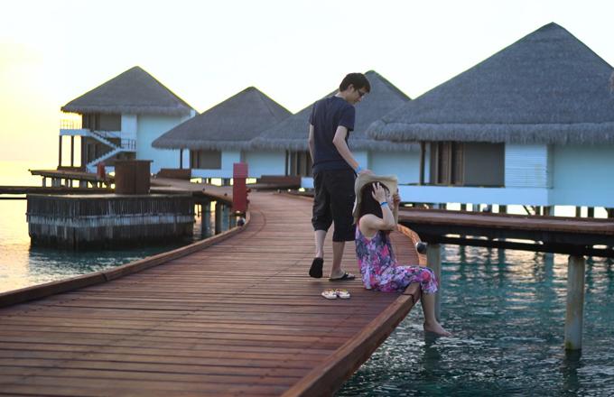 video-o-maldives-cua-doi-vo-chong-viet-xon-xao-cong-dong-phuot-the-gioi-1