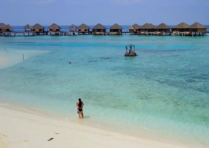 video-o-maldives-cua-doi-vo-chong-viet-xon-xao-cong-dong-phuot-the-gioi-2