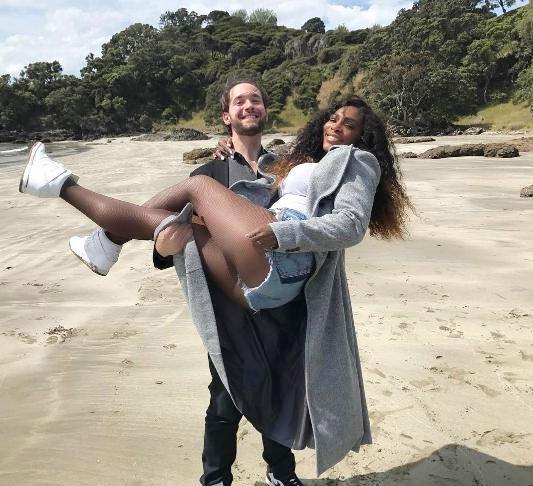 Cô em nhà Williams và bạn trai triệu phú đính hôn cuối năm ngoái sau hơn một năm bí mật hẹn hò.