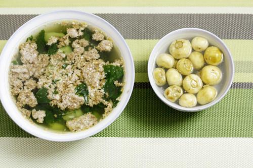Canh cua cà muối là món ăn được yêu thích vào mùa hè.