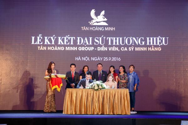 lễ ký kết Đại sứ thương hiệu giữa Tập đoàn Tân Hoàng Minh và Minh Hằng. Theo đó, Minh Hằng sẽ đồng hành cùng Tân Hoàng Minh trong việc quảng bá rộng rãi hình ảnh và thương hiệu của Tập đoàn kinh doanh bất động sản hàng đầu Việt Nam đến các đối tác, khách hàng trong nước và quốc tế.