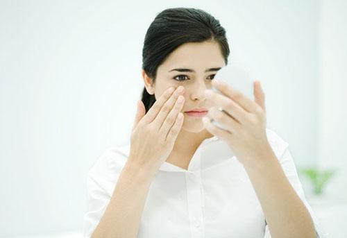 Chạm tay lên mặt là thói quen xấu, cần từ bỏ ngay.