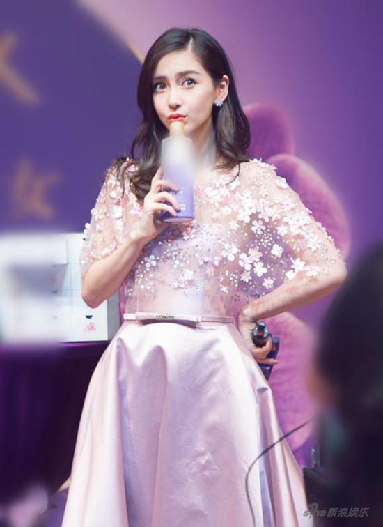 me-bim-sua-angelababy-chuong-tu-di-dua-nhau-chay-show-kiem-tien-2