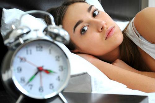 Thiếu ngủ là một trong những nguyên nhân đầu bảng khiến da lão hoá sớm.