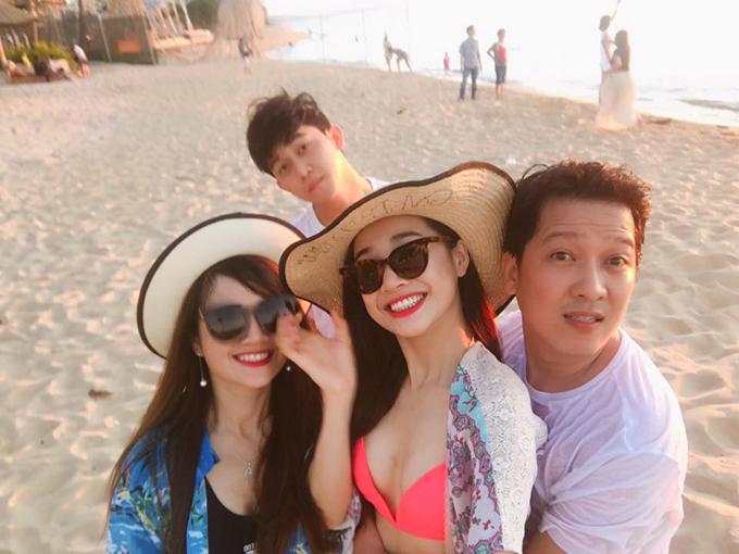 nha-phuong-mac-bikini-om-chat-truong-giang-tren-bien-3