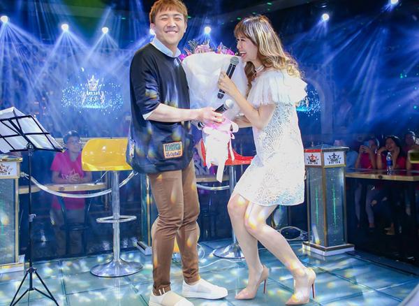 tran-thanh-ngot-ngao-song-ca-cung-hari-won-trong-buoi-hop-fan