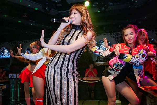 tran-thanh-ngot-ngao-song-ca-cung-hari-won-trong-buoi-hop-fan-5