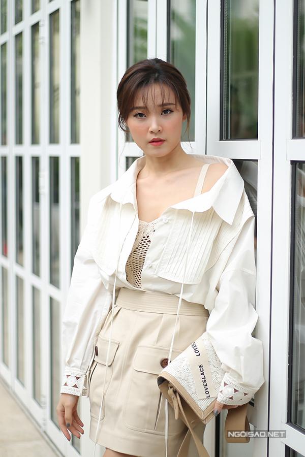 angela-phuong-trinh-dien-vay-xuyen-thau-khoe-sac-ben-dan-sao-7