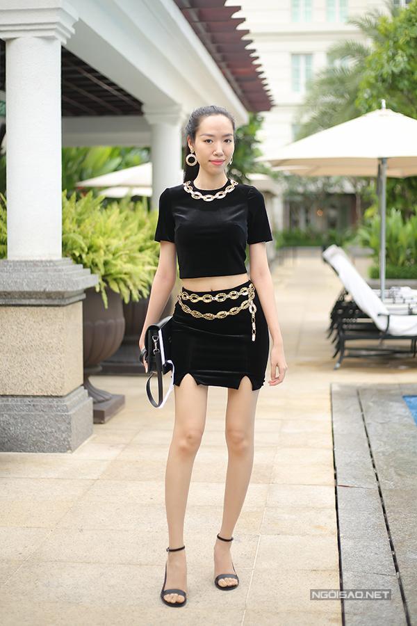 angela-phuong-trinh-dien-vay-xuyen-thau-khoe-sac-ben-dan-sao-13
