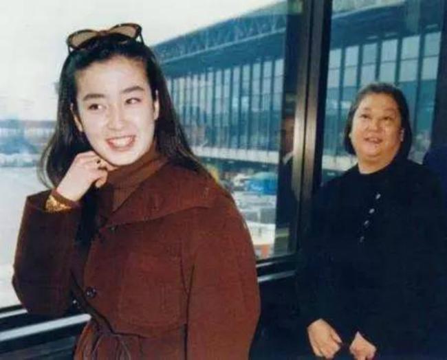 Diễn viênRie Miyazawa và mẹ đẻ.