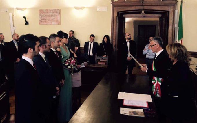 Kha Mỹ Vân và Luigi Menghini trong lễ đăng ký kết hôn tại Italy.