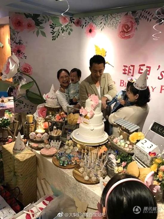 Ngày 23/4, Từ Hy Viên tổ chức sinh nhật cho con gái đầu lòng tại một khách sạn do vợ chồng cô làm chủ.