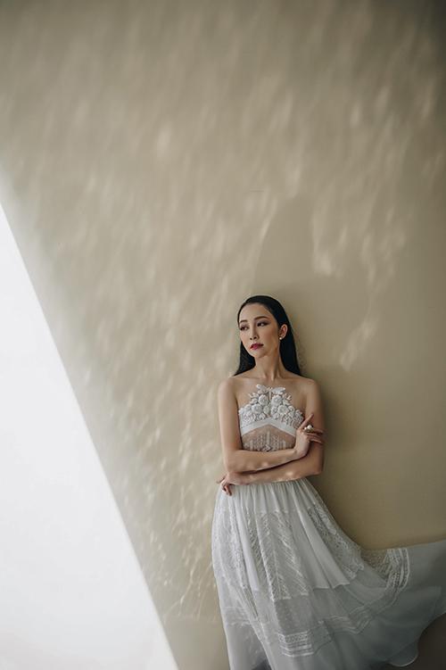 vay-cuoi-bay-bong-trong-bst-xuan-he-2017-cua-truong-thanh-hai-4