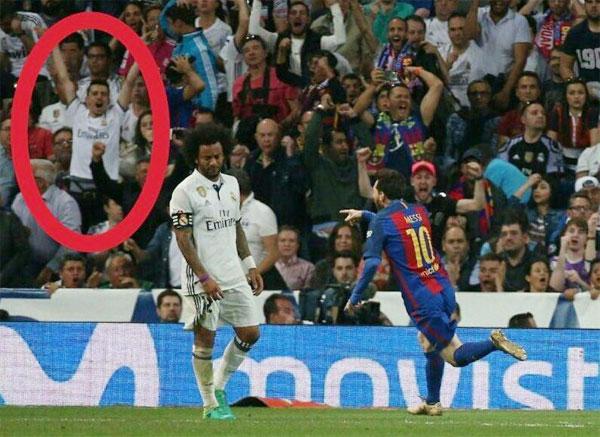 Một fan mặc áo Real nhảy lên ăn mừng khi Messi ghi bàn thắng quyết định ở cuối trận.