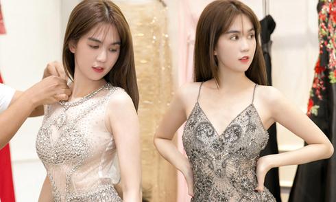Ngọc Trinh khoe dáng với váy xuyên thấu