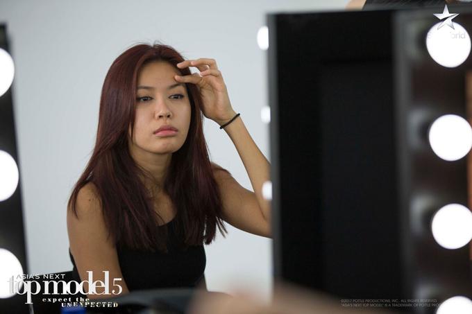 Xung đột trong nhà chung không ảnh hưởng đến tinh thần của Minh Tú, cô tự tin bước vào thử thách tuần mang tên Wake up like this ở tập này.