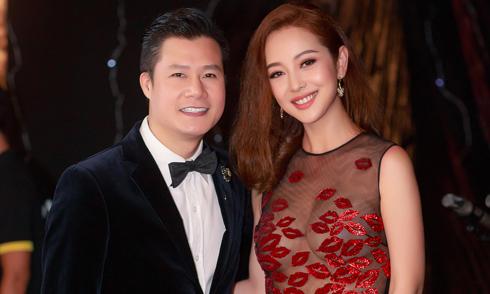 Jennifer Phạm mặc váy xuyên thấu ngực trần khi hội ngộ chồng cũ