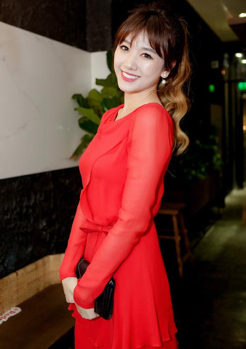 hari-won-dien-vay-do-ruc-mot-minh-di-su-kien-2