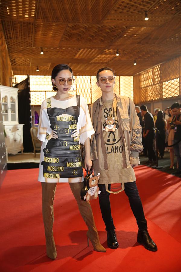 Tóc Tiên và Kelbin cá tính cùng hai set đồ đồng điệu về phong cách.