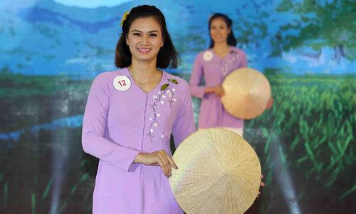 Hoa khôi Kim Huệ, Kim Thanh và chân dài Kazakhstan tỏa sắc khi diện áo bà ba
