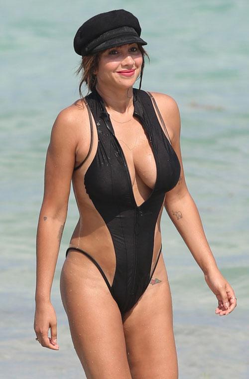 dan-sao-hollywood-thieu-dot-bai-bien-mua-he-voi-bikini-sexy-1