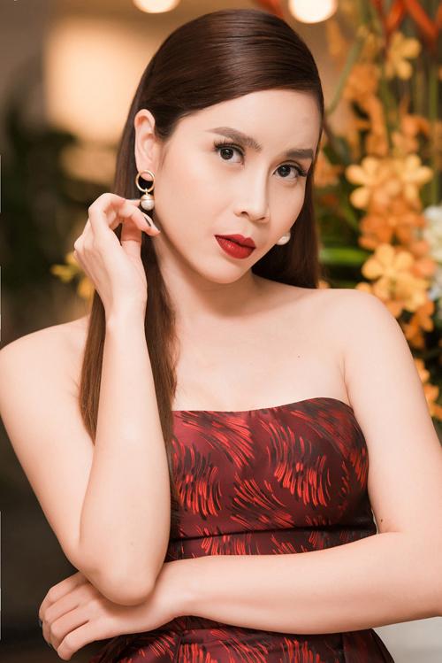 luu-huong-giang-khoe-vai-tran-sexy-trong-su-kien-1