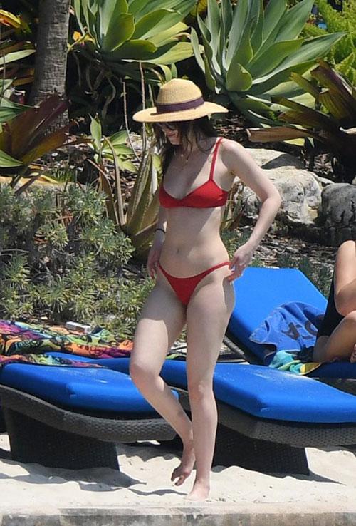 dan-sao-hollywood-thieu-dot-bai-bien-mua-he-voi-bikini-sexy-9