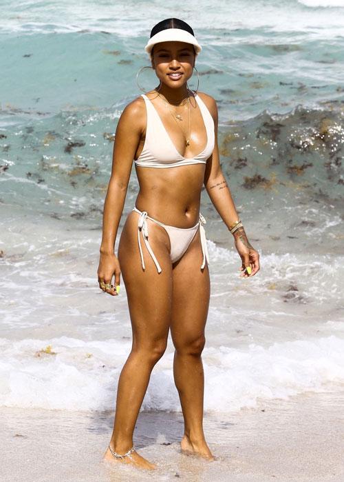 dan-sao-hollywood-thieu-dot-bai-bien-mua-he-voi-bikini-sexy-14