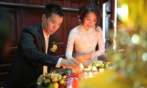 Lễ hằng thuận với 300 bông hoa sen 'xách tay' của đôi doanh nhân Hà thành