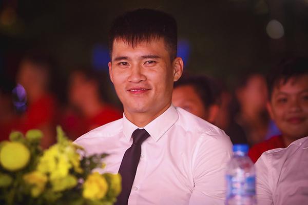 cong-vinh-het-minh-cung-fan-trong-dem-dai-nhac-hoi-2