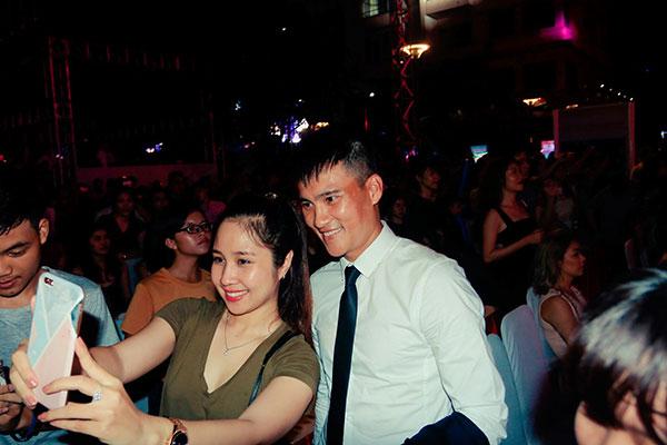 cong-vinh-het-minh-cung-fan-trong-dem-dai-nhac-hoi-5