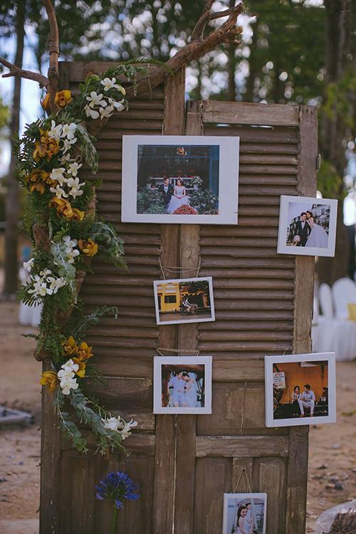 Đầu tháng 1 vừa qua, cặp đôi đã tổ chức tiệc cưới tái hiện khu vườn nhỏ lãng mạn nơi có bánh, có hoa, có rượu vang và có tia nắng khẽ rọi qua tán cây dưới mái trường.