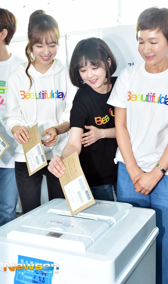 Jang Nara tham gia bỏ phiếu sớm. Nữ diễn viên nổi tiếng có kế hoạch tái xuất với bộ phimHousewife Detective