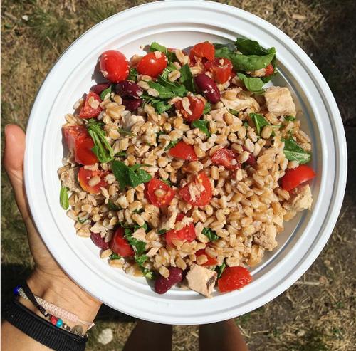 Thực đơn phong phú với các món ăn dinh dưỡng giúp Corinna tăng cân mà không tăng mỡ.